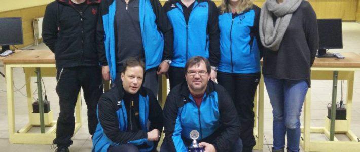 Die Schützen des SV Stederdorf feiern ihren 7. Sieg gegen die SGi Vöhrum